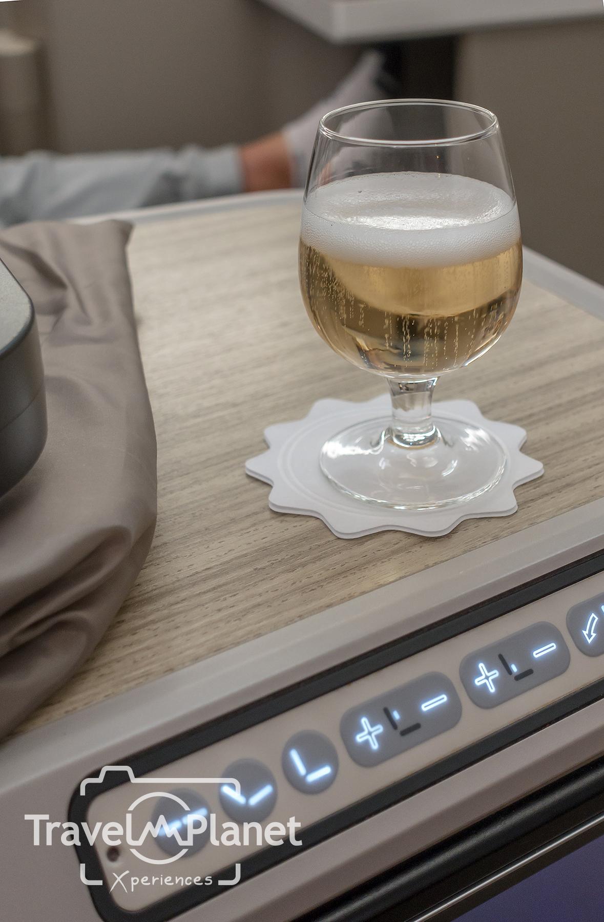 Welcome Drink ชั้นธุรกิจสายการบินเอเชียน่า