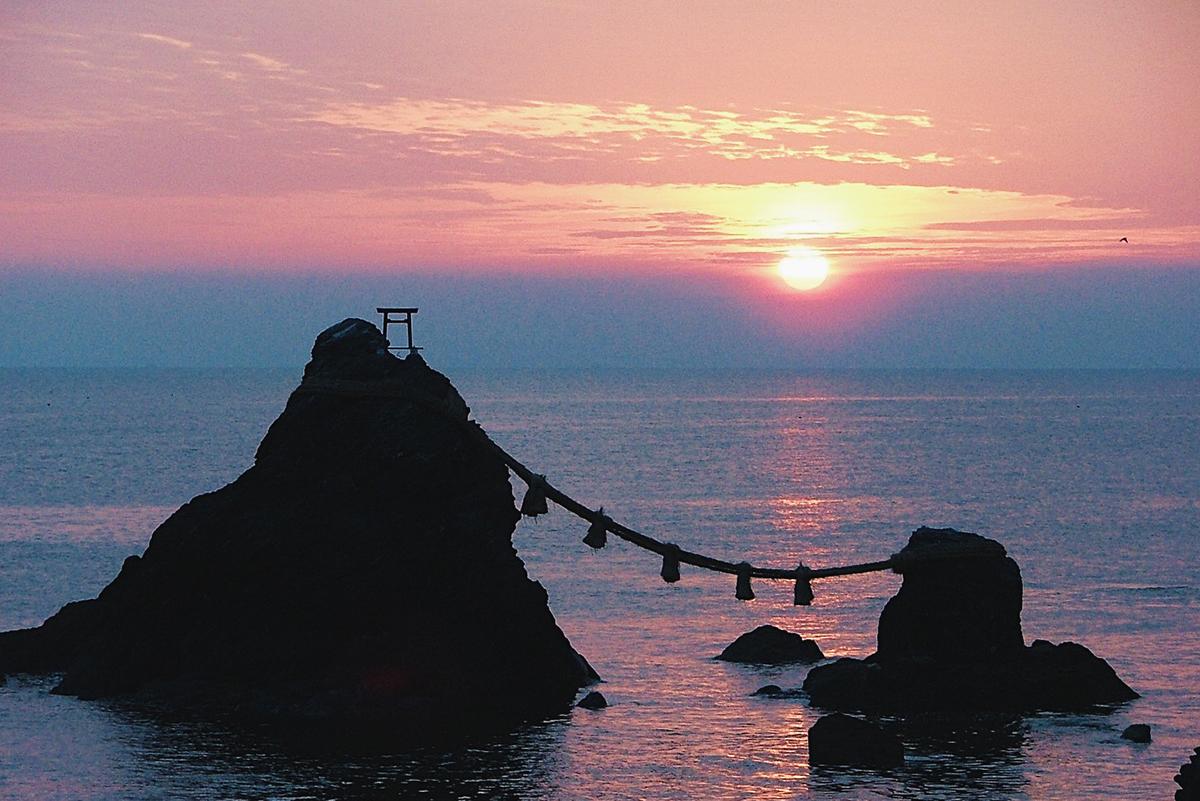 หินแต่งงาน Futami meoto iwa (Wedding Rock)