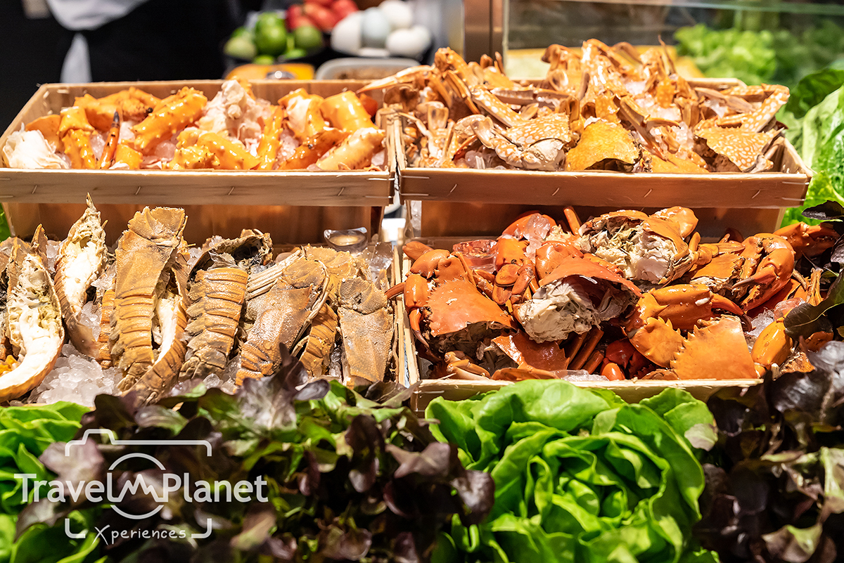 Premium Seafood BBP Alaskan King Crabs - Pullman Bangkok King power - seafood on ice