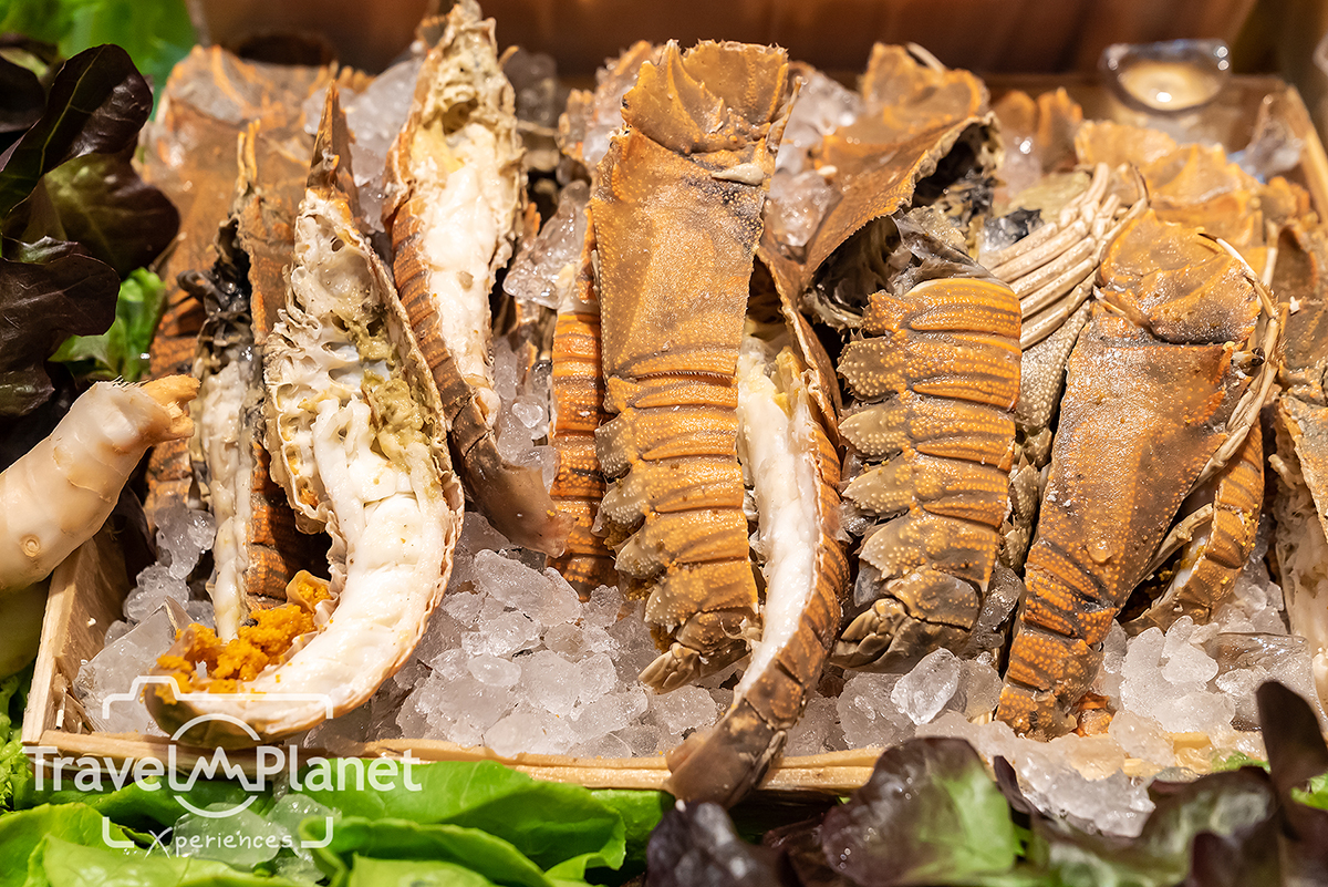 Premium Seafood BBQ Alaskan King Crabs - Pullman Bangkok King power - seafood on ice