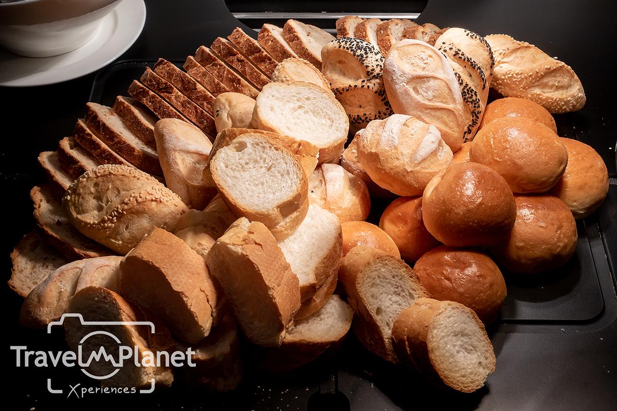 ห้องอาหารเดอะ เบอร์เคลีย์ ไดนิ่ง รูม โรงแรมเดอะ เบอร์เคลีย์ ประตูน้ํา - Bread Cheese Vareity