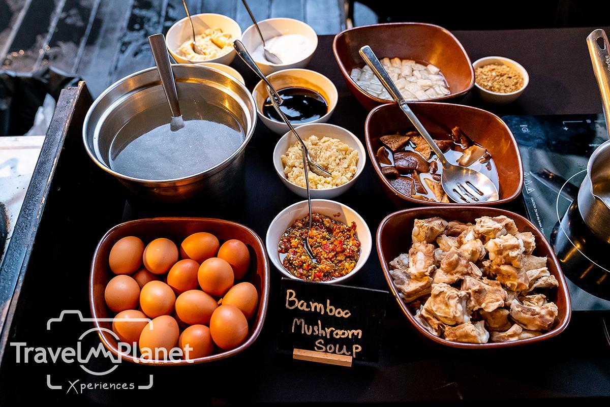 100° East Anantara Sathorn Bangkok  Seafood Buffet ส้มตำ