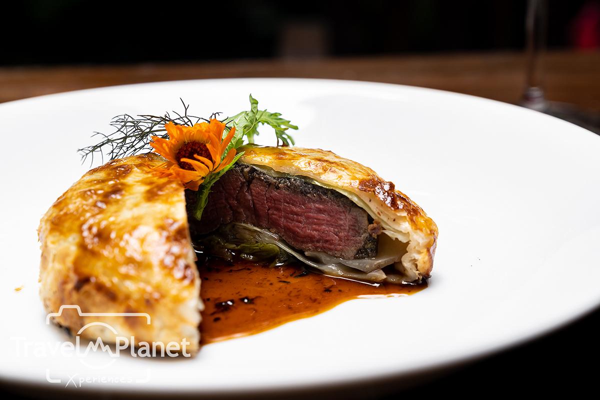 Beef Wellington with Truffle Jus - ซันเดย์บรั้นช์ โรงแรมอนันตรา สยาม กรุงเทพฯ