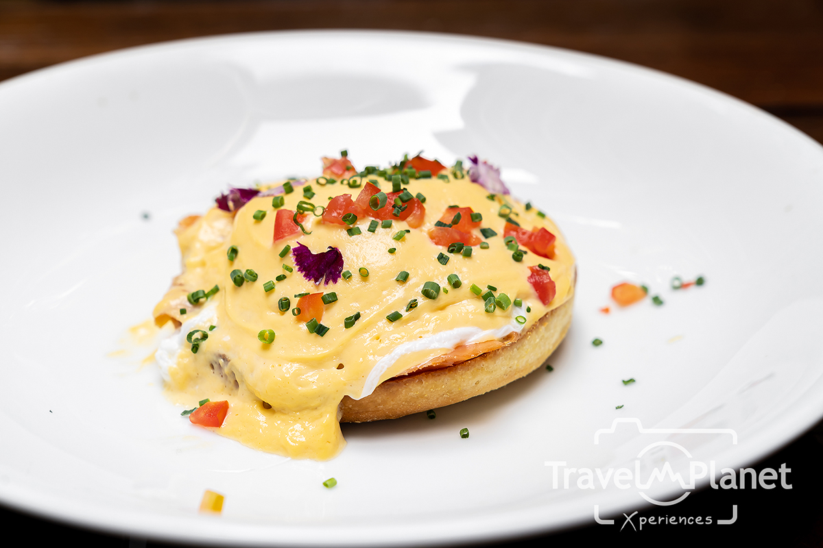 Poached Egg Royal with Smoked Salmon and Tomato Hollandaise